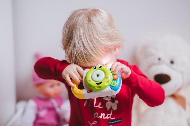 『ダメ』と言わないで!おもちゃを投げる子供の正しいしつけ方