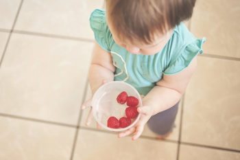 toddler-with-cramberry