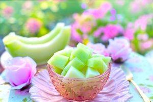 cutting-melon